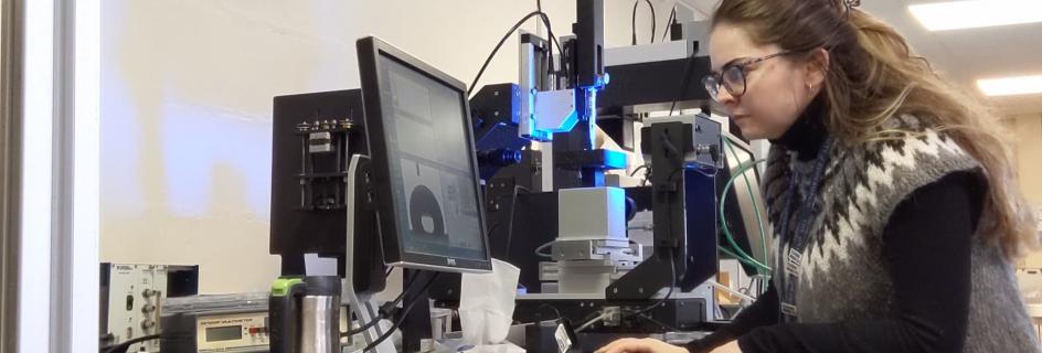 Dr Zeynep Karatza conducting research in the laboratory