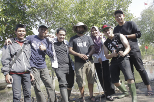 Dr Parvez Alam (fourth from right) with the mudskipper research team in Java