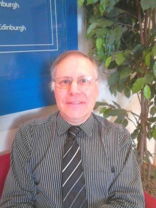 Dr Les Howarth